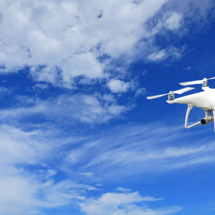 Drones entregan comida y medicamentos