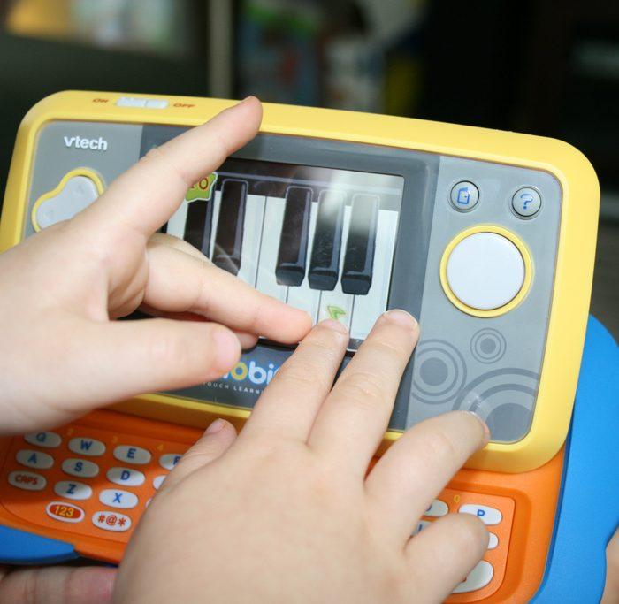Empresa de juguetes electrónicos debe pagar multa por no cuidar datos de usuarios