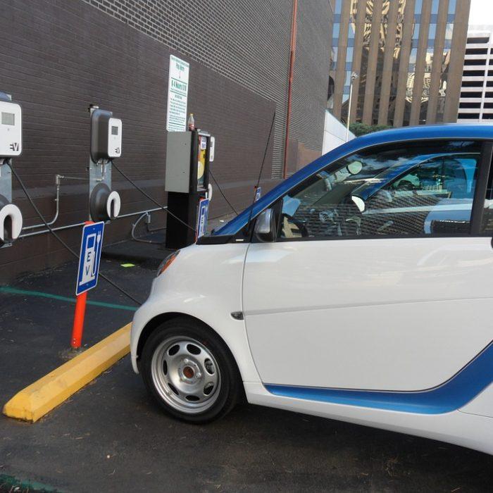 China tendrá 120.000 estaciones de recarga públicas de vehículos eléctricos en 2020