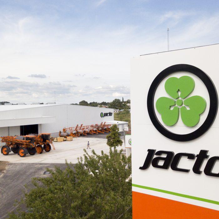 Nueva planta industrial de pulverizadores de arrastre en Argentina