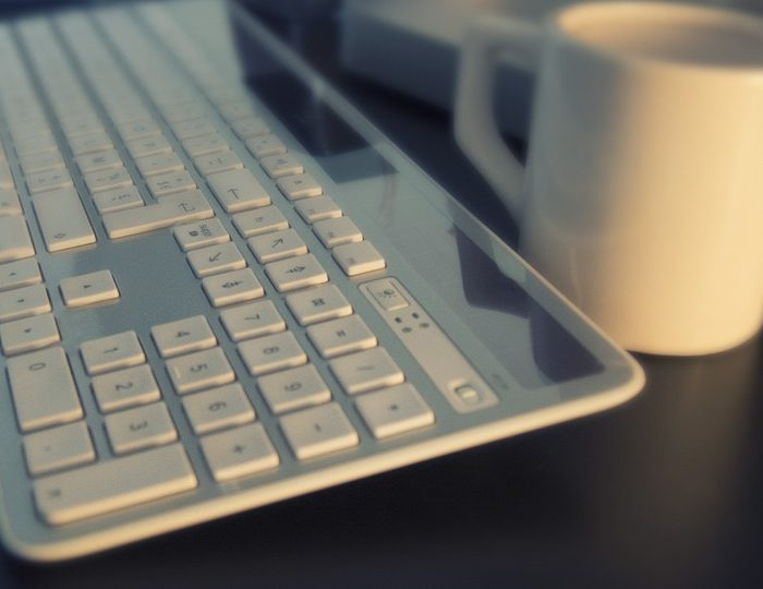 Las computadoras de escritorio siguen siendo las preferidas para trabajar, según informe