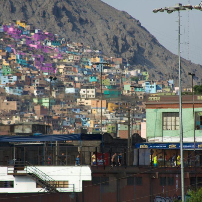 Informe advierte crecimiento en problemas de vivienda, transporte y empleo en América latina