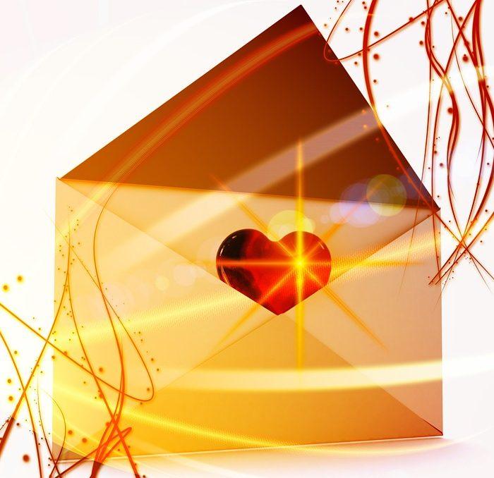 Plataforma recupera la emoción de abrir un sobre sin pasar por el correo
