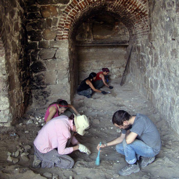 El equipo de antropología forense busca a los familiares de 600 desaparecidos