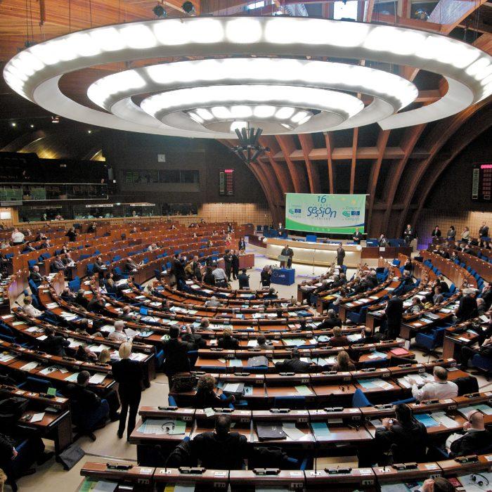 Casi uno de cada cuatro parlamentarios en el mundo es mujer