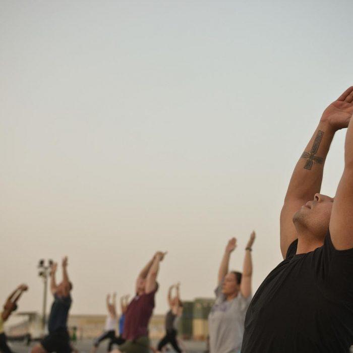 Aéreo, con mascotas o cerveza: en el Día Internacional del Yoga la regla es innovar
