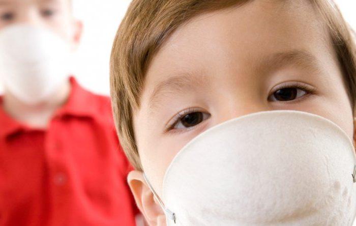Los graves daños que causa la contaminación en el aire a los más chicos, según la OMS