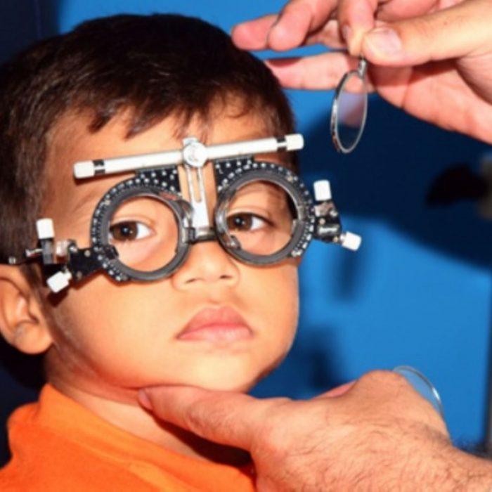 España: aumenta la miopía en los menores de ocho años por el uso diario del celular