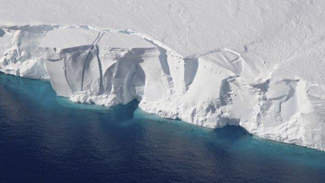 Detectan por primera vez agua tibia bajo un glaciar de la Antártida