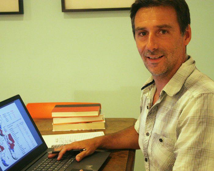 Luciano Valenzuela: el científico que rastrea el origen de las personas en los elementos químicos alojados en su cuerpo