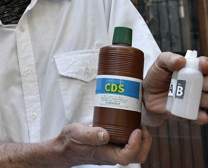 Falsas soluciones: desde el dióxido de cloro a mates con cuatro bombillas