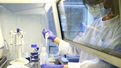 Nación autorizó que se realicen ensayos clínicos de la Fase III de una vacuna inactivada en China