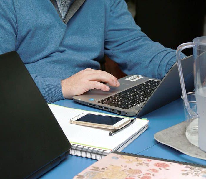 """Teletrabajo: un 52% siente tener """"problemas"""" para """"separar los tiempos personales y laborales"""""""