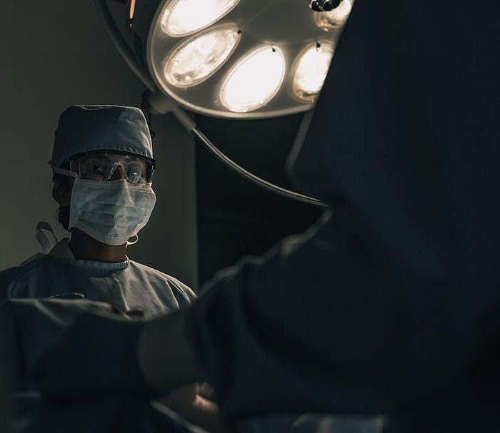 Cáncer de colon: a qué edad recomiendan los especialistas iniciar los chequeos