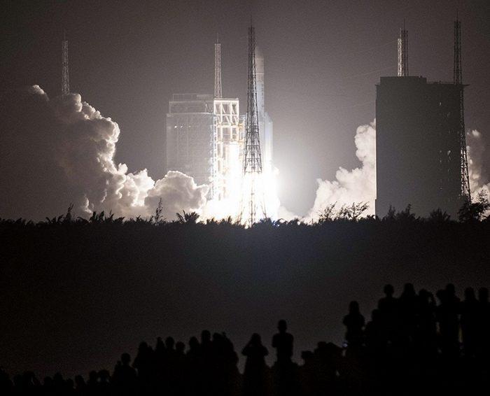 China lanzó una sonda para traer muestras de rocas de la Luna