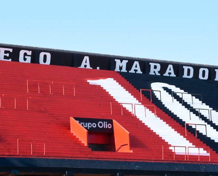 Miles de personas homenajearon y despiden a Diego Maradona con murales y ofrendas en todo el país