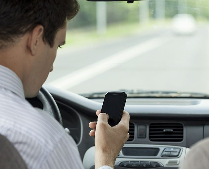 Se cuadruplicó el número de conductores que manejan mientras usan celular