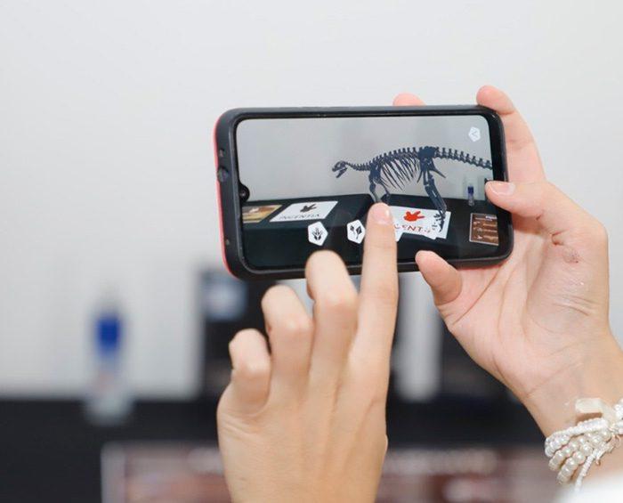 """APP de realidad virtual para """"interactuar"""" con dinosaurios"""