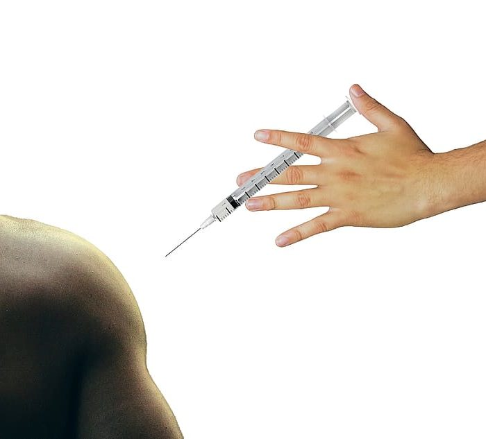 "Francia confirmó un ""raro riesgo"" de trombosis atípica ligada a vacuna de AstraZeneca"