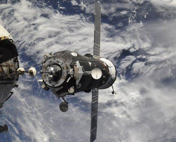 El Soyuz MS-18, con dos rusos y un estadounidense, se acopló a la Estación Internacional