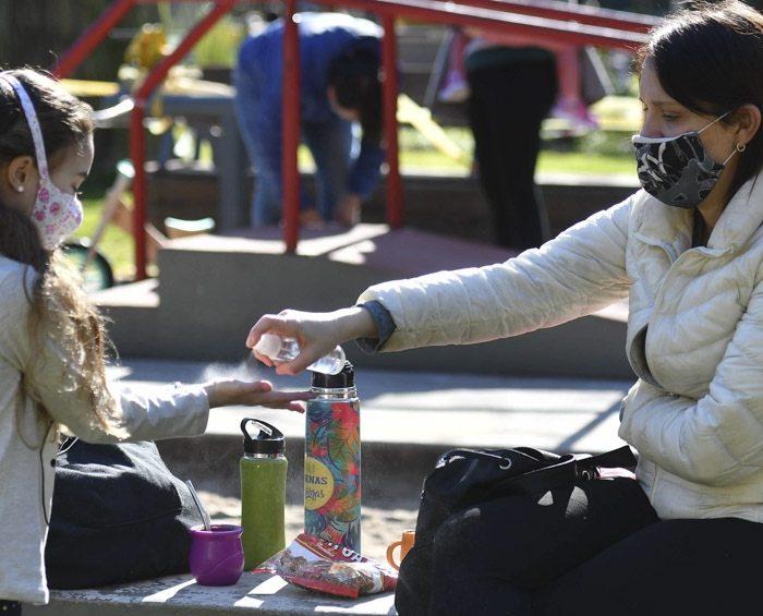 Científicos proponen aislamientos intermitentes y programados para bajar los contagios