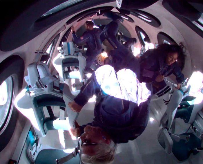 El multimillonario Richard Branson aterrizó en su nave de Virgin Galactic tras viajar al espacio