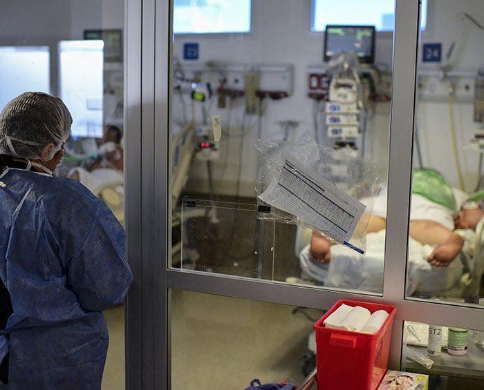 """""""Lo riesgoso es infectarse, no vacunarse"""", advirtió un virólogo del Conicet"""